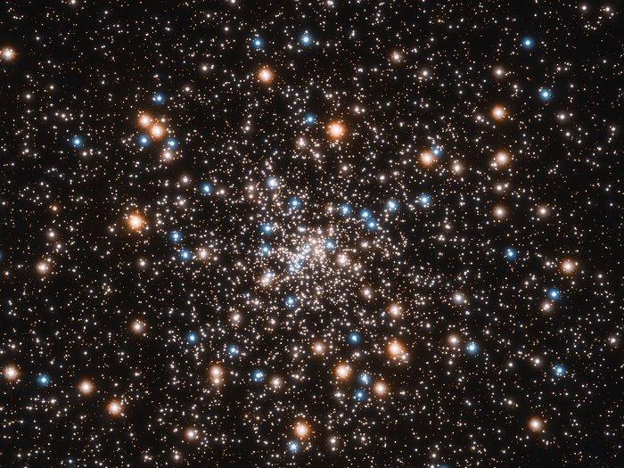 Шаровое скопление NGC 6397 - одно из ближайших к Земле / фото NASA, ESA, and T. Brown and S. Casertano