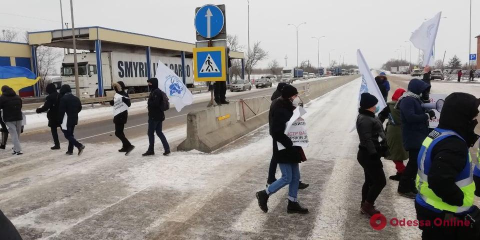 Небольшое количество автомобилей проезжают в объезд \ odessa.online