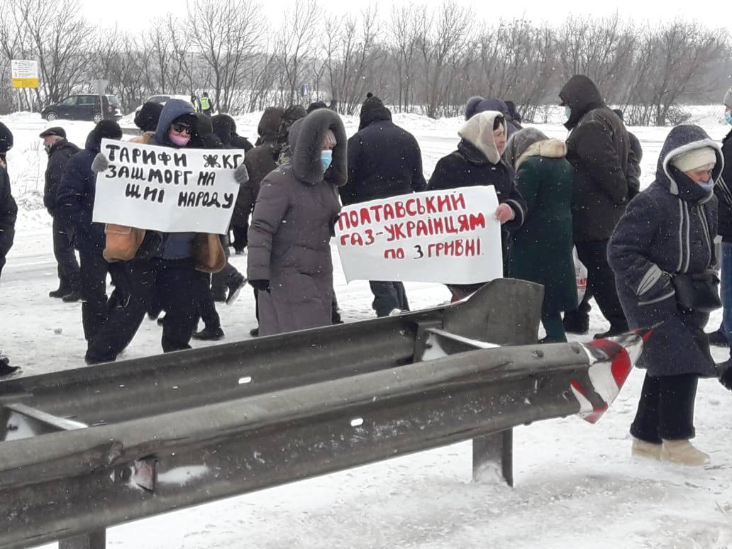 Из-за перекрытия движения под Лубнами в пробках оказались более 100 автомобилей / фото Facebook Igor Mosijcuk