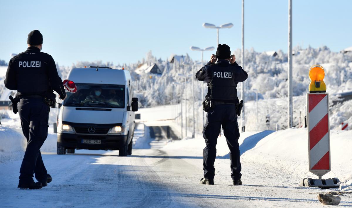 Германия закрыла границы с Австрией и Чехией / иллюстрация REUTERS