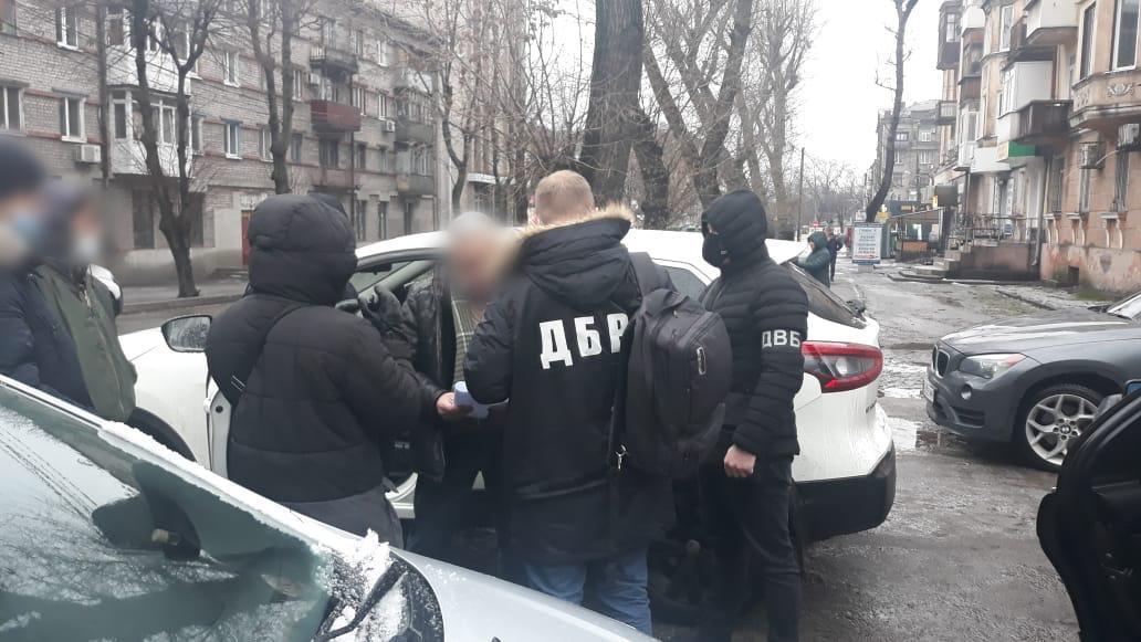 На Днепропетровщине полицейский и адвокат попались на взятке / фото gp.gov.ua