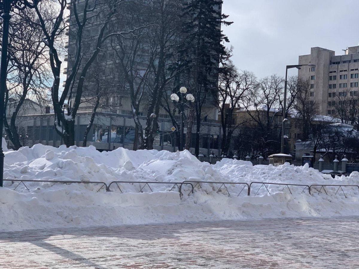 """Так выглядит площадь Конституции под Радой / фото: """"Страна"""""""