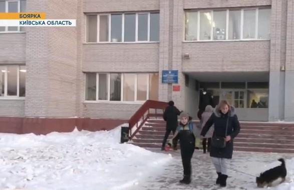 В Боярке две школьницы приняли смертельную дозу таблеток, посмотрев видео в интернете / скриншот