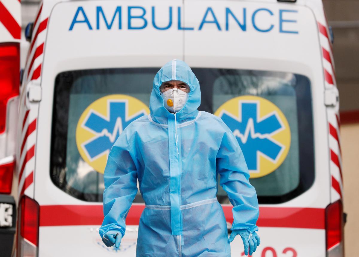 Мобільний COVID-шпиталь привезли на Прикарпаття/ фото REUTERS