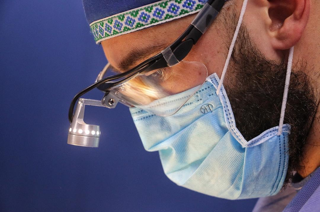 Проведение пластических операций возможно по достижении человеком 18-22 лет, - Жгенти / instagram.com/irakli_surgery