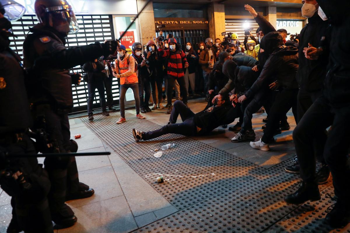 В Іспанії кілька днів тривають багатотисячні заворушення / фото REUTERS