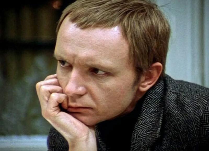 """Андрей Мягков - самые известные роли актера / кадр из фильма """"Ирония судьбы"""""""