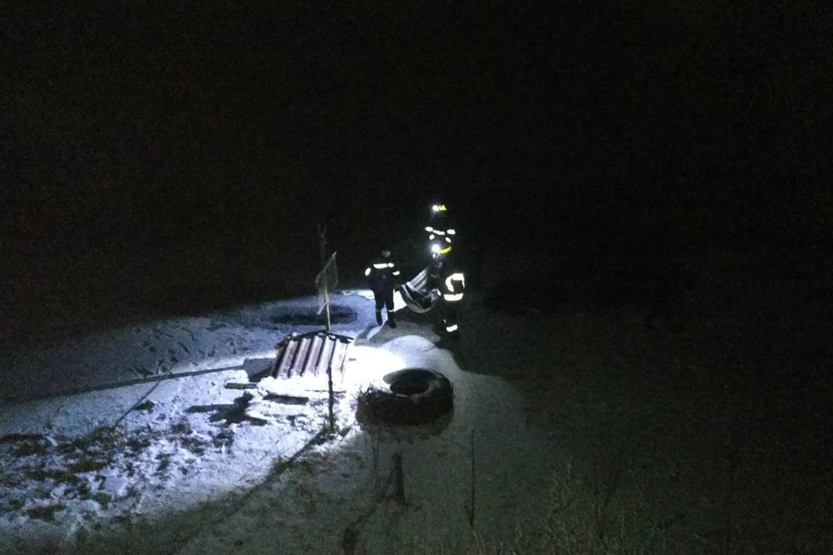 Спасатели достали тела погибших из водоема / фото ГСЧС