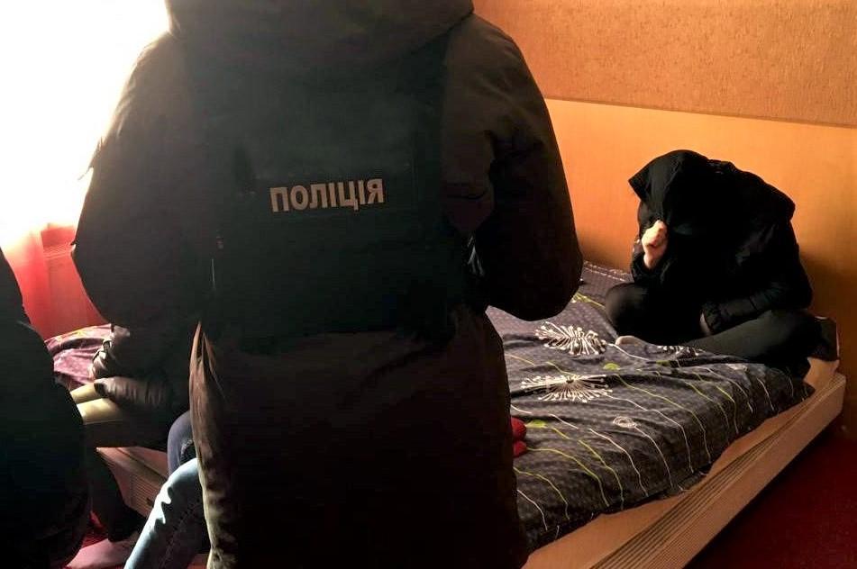По словам полиции, свои услуги проститутки оценивали в 1 тыс. грн в час / фото Полиция Днепропетровской области