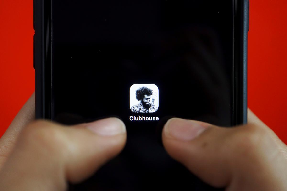 Clubhouse доступен пользователям iPhone по приглашениям / фото REUTERS