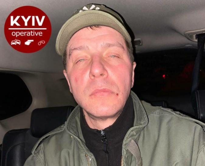 У чоловіка також знайшли биту та вкрадений телефон/ фото Київ Оперативний