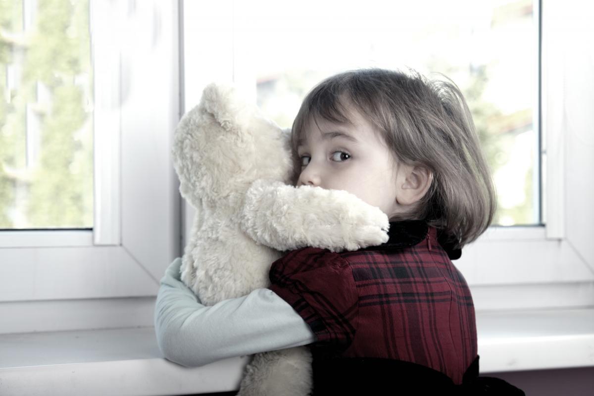 Дитина три дні провела з мертвими батьками / фото ua.depositphotos.com