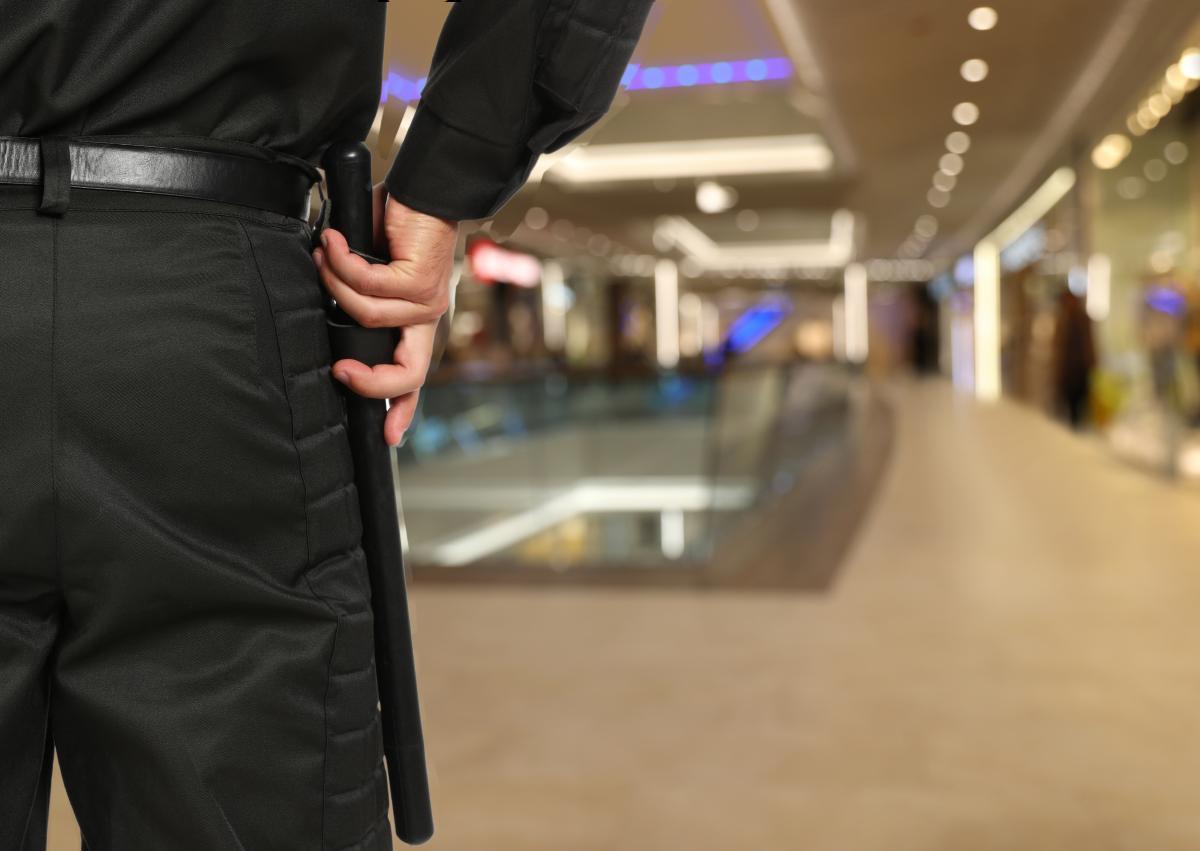 Парней держали в помещении ТРЦ 45 минут до приезда правоохранителей / ua.depositphotos.com