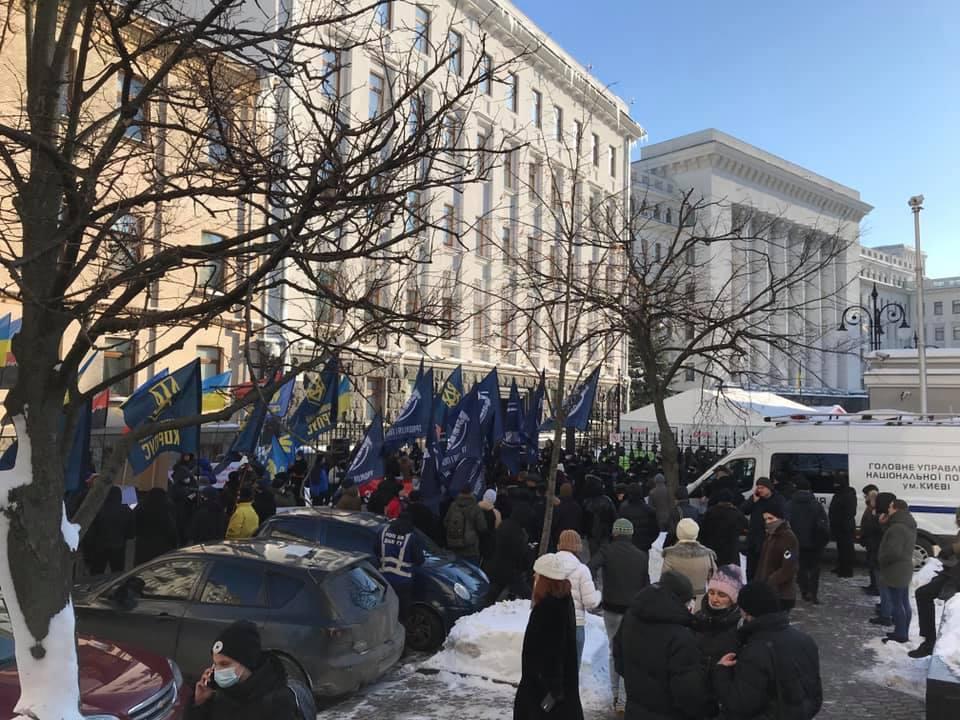 Митинг под ОП - ветераны АТО призвали продолжить блокировать пророссийские СМИ: фото / facebook.com/UkrFuture/
