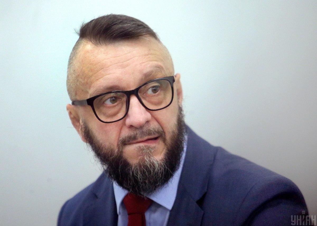 Соответствующие ходатайства суд должен был рассмотреть еще 16 марта, однако Антоненко не доставили в суд / Фото УНИАН, Александр Синица