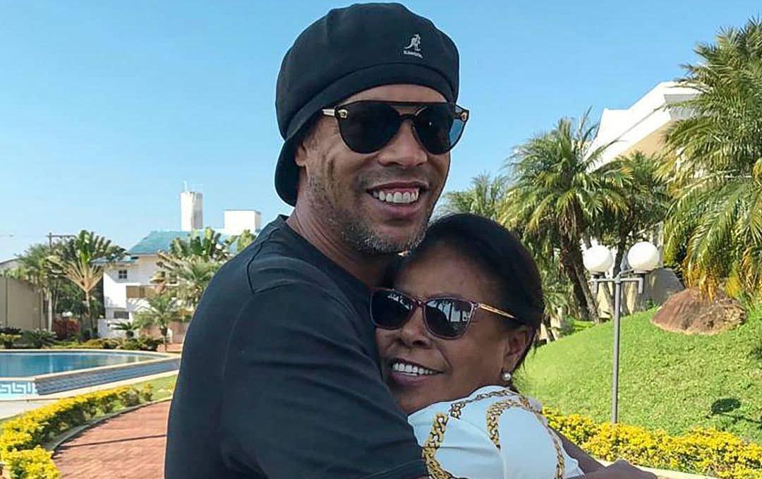 Роналдиньо со своей мамой / фото instagram.com/ronaldinho