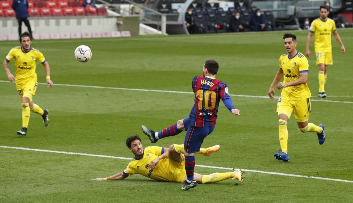 Лео Месси в матче против Кадиса / фото REUTERS