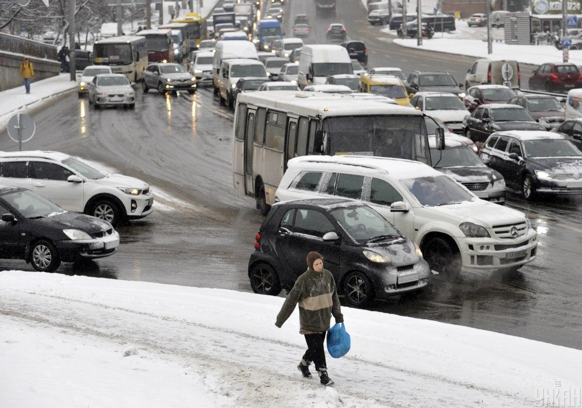 Ситуація на дорогах Києва 22 лютого / фото УНІАН, Сергій Чузавков