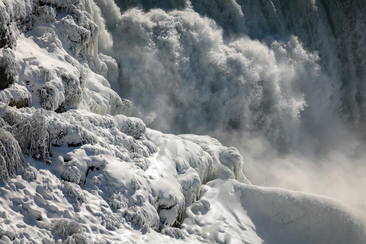 Ученые связали таяние ледников с изменениями оси / REUTERS