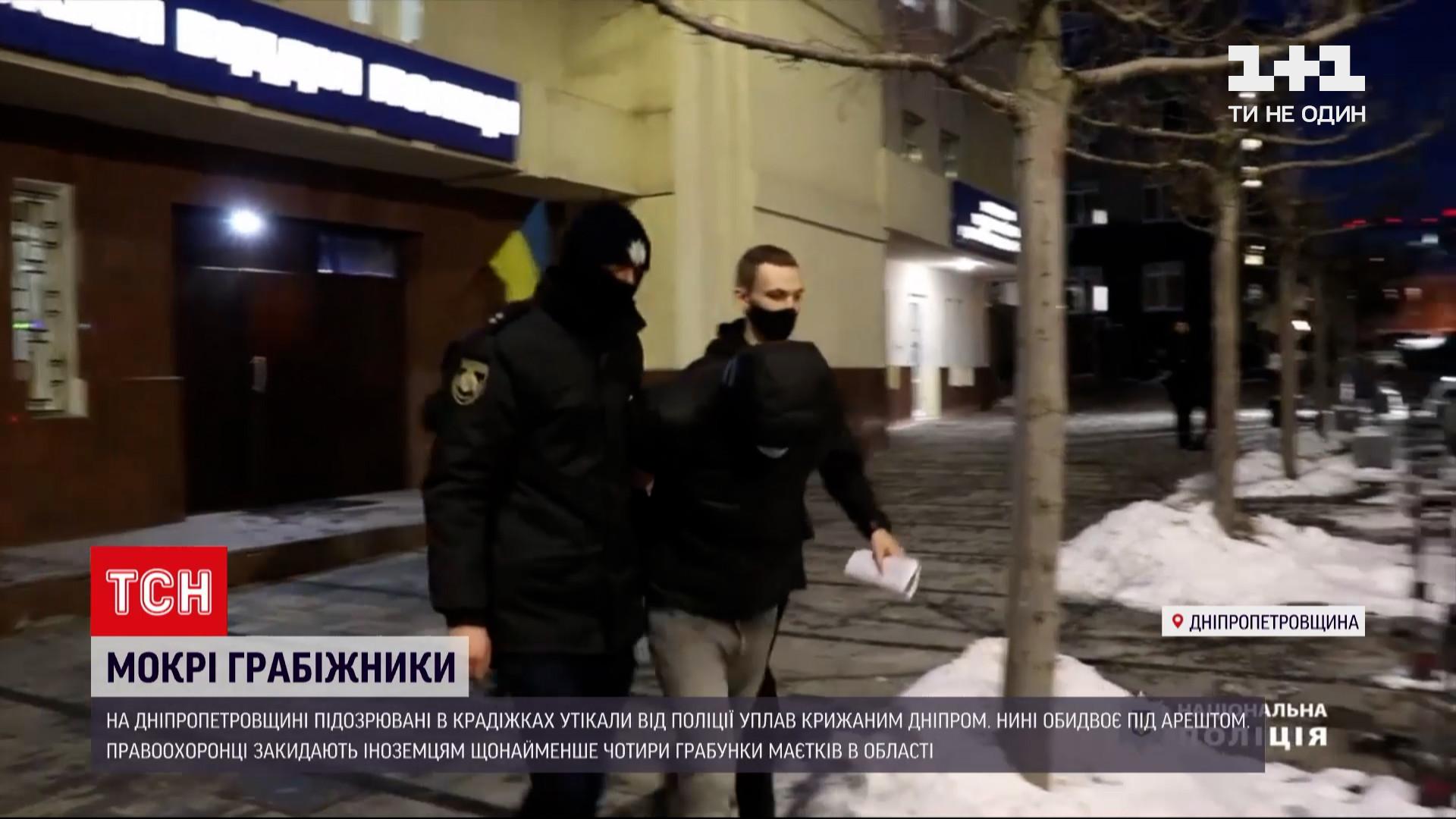 Мокрых и замерзших иностранцев задержала полиция / скриншот с видео