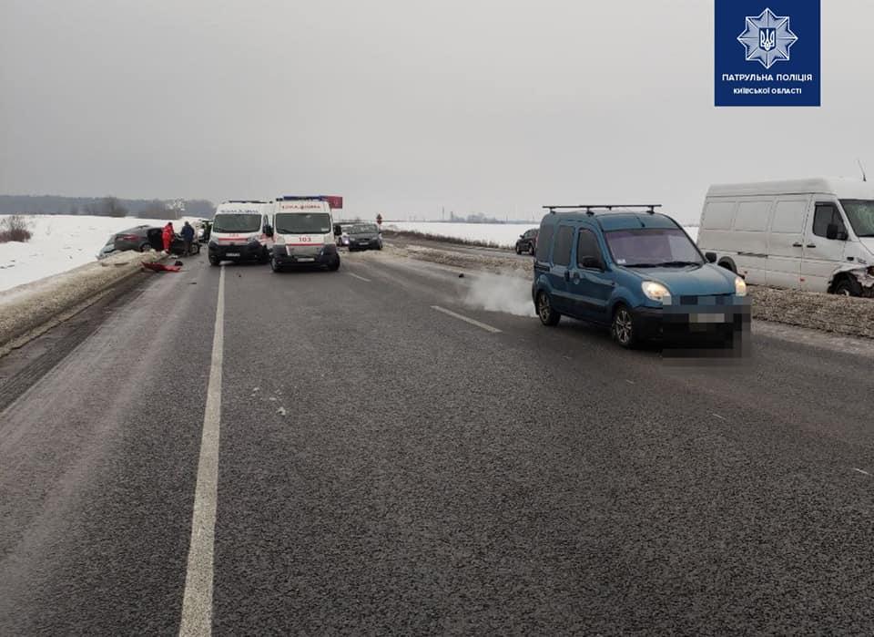 Авария произошла утром 23 февраля / фото facebook.com/kyivregionpatrolpolice