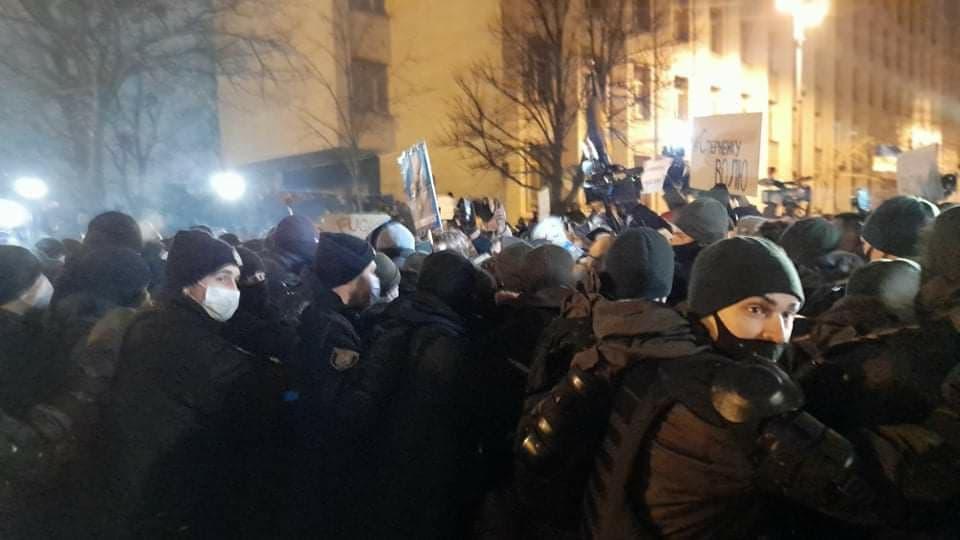 23 февраля под ОП произошли столкновения между правоохранителями и протестующими / фото УНИАН