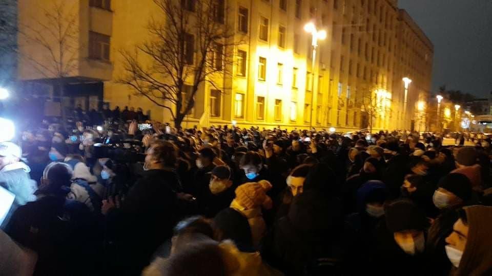 Під ОП відбуваються сутички між учасниками акції протесту та правоохоронцями/ фото УНІАН