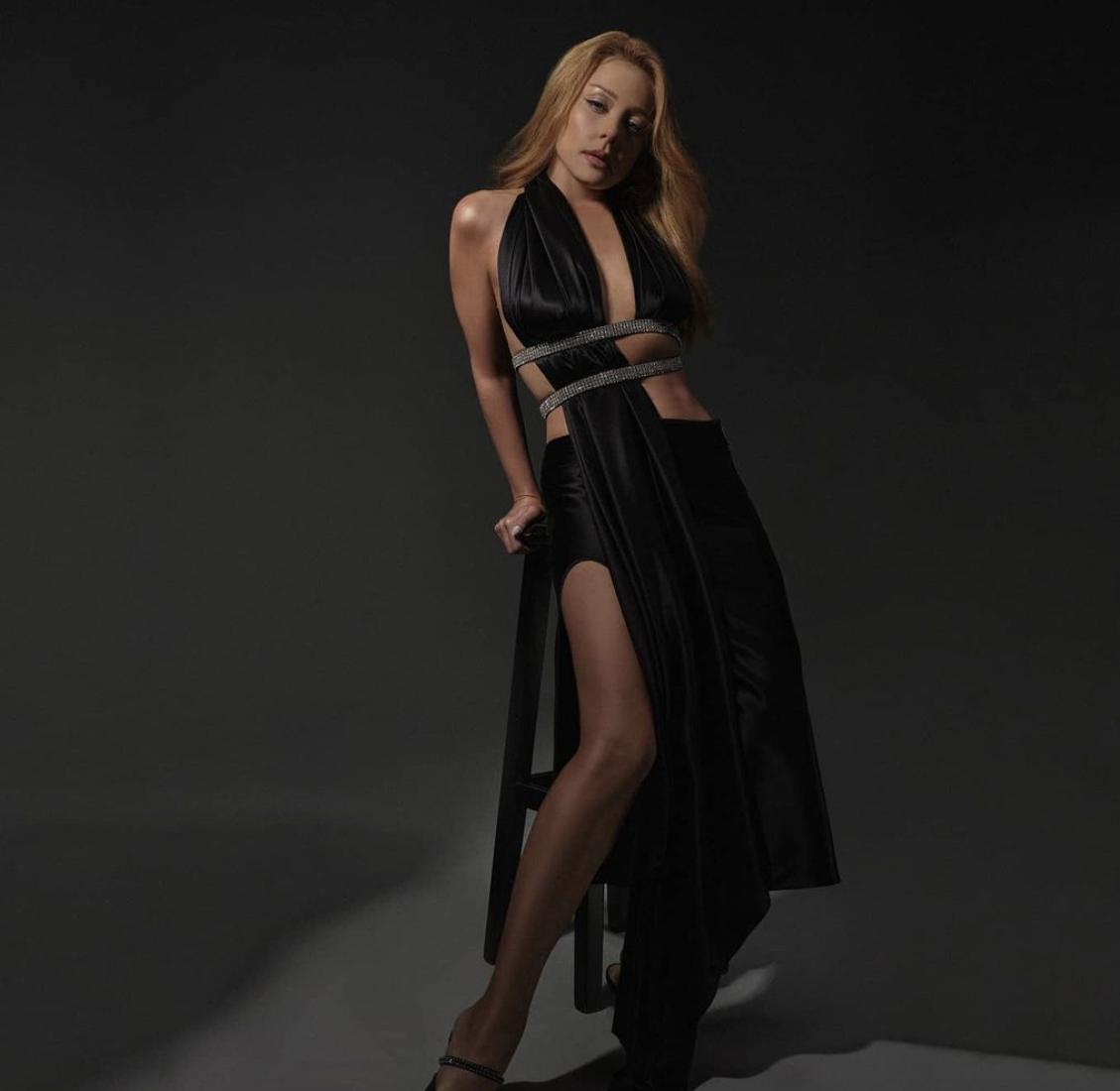 """У кадрі Тіна """"засвітила"""" стрункі ніжки / фото instagram.com/tina_karol"""