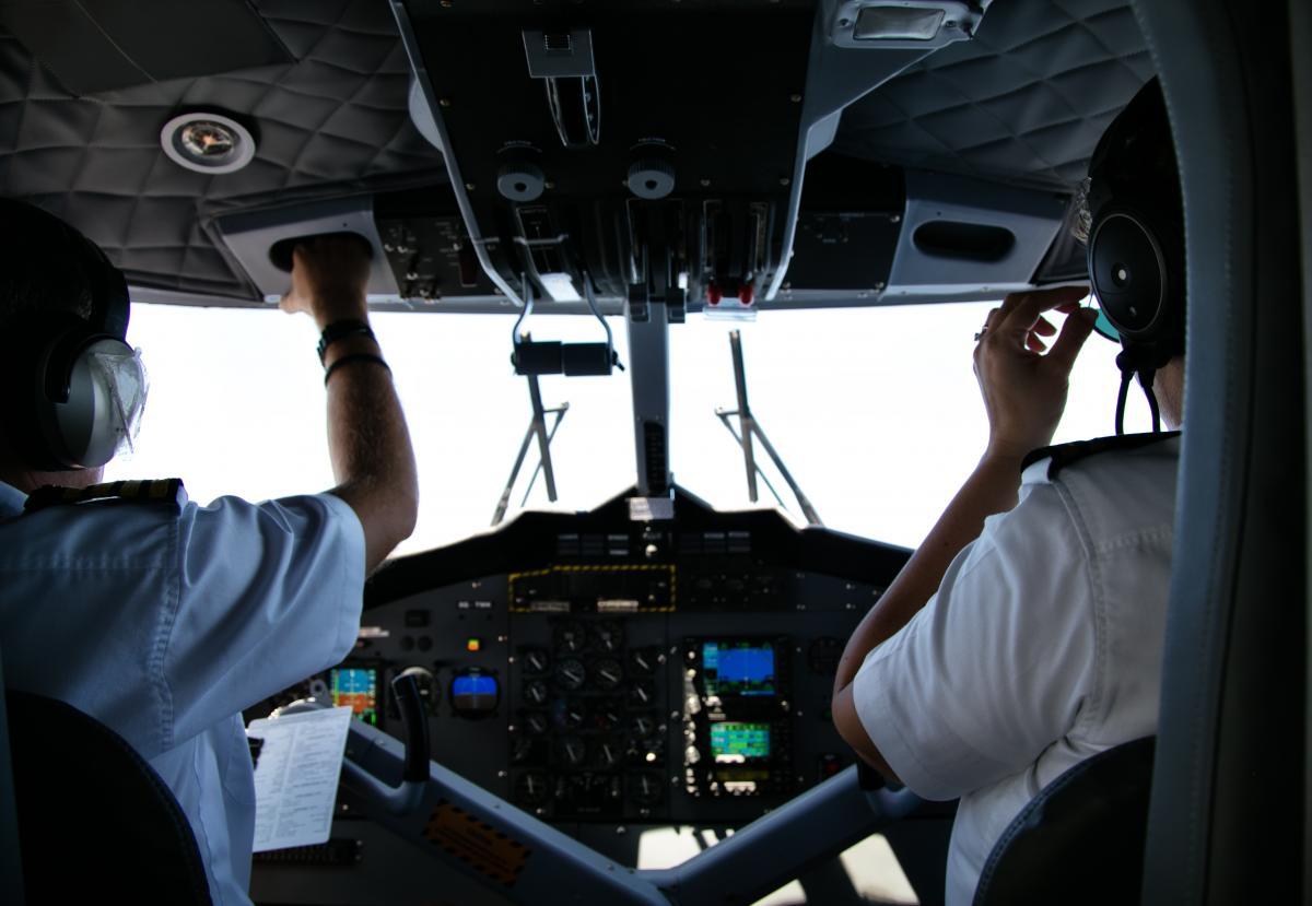 Пилотсказал авиадиспетчерам, что над самолетом пронесся неизвестный объект/ фото ua.depositphotos.com