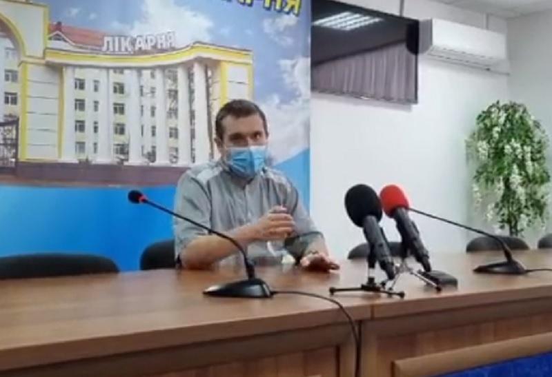 Вакцинація в Україні - лікар з Черкас розповів про реакцію організму після щеплення / Скріншот
