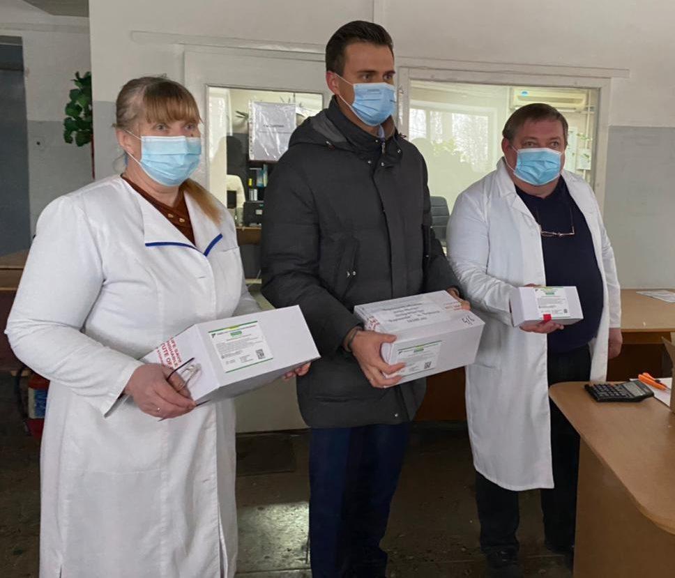 Новини Черкас - Чиновники влаштували фотосесію з вакцинами, думки розділилися: фото / facebook.com/AleksandrSkichko