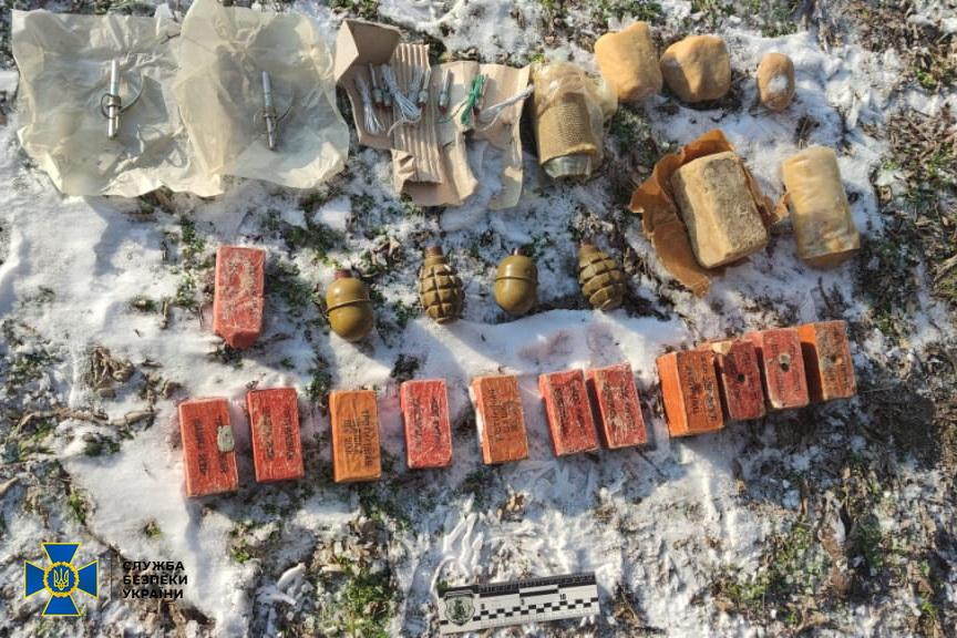 Правоохранители предполагают, что взрывчатку могли нелегально переправить из района проведения ООС / фото СБУ