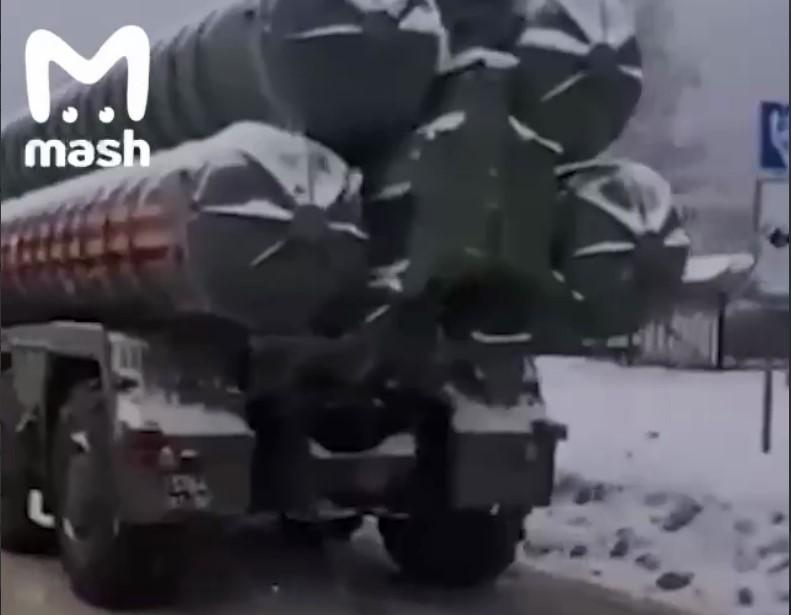 У Росії С-400 влаштував велику аварію на дорозі / скріншот з відео