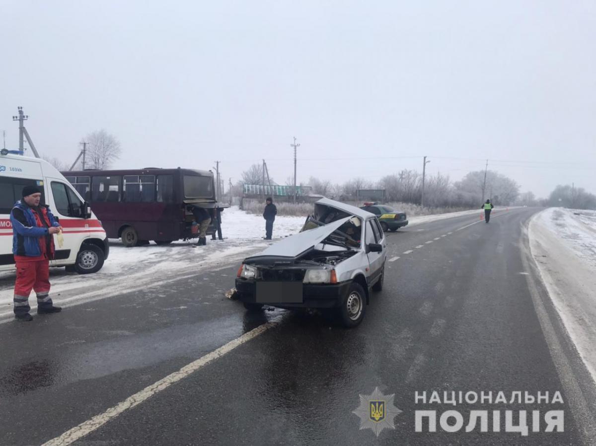 На момент аварії в автобусі знаходилось 15 пасажирів/ фото поліція