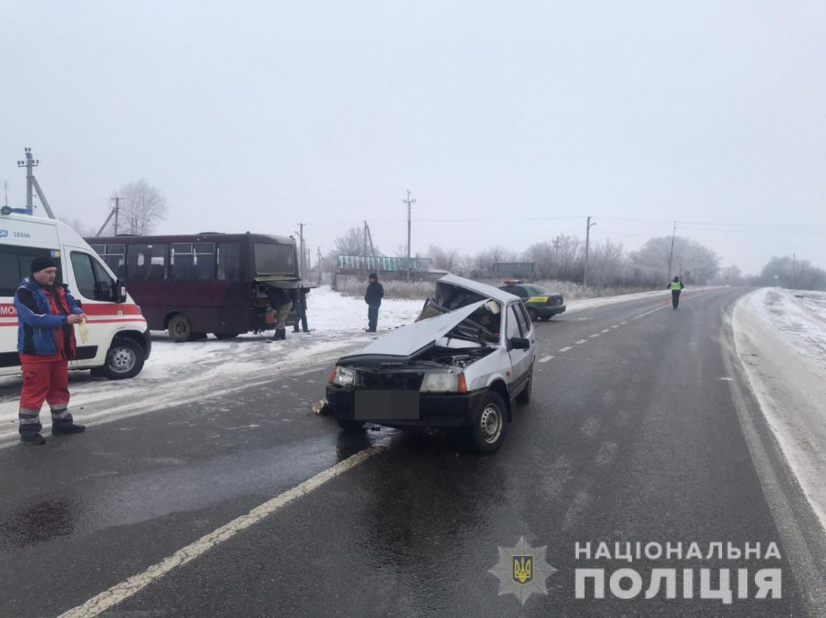 На момент аварии в автобусе находилось 15 пассажиров / фото полиция