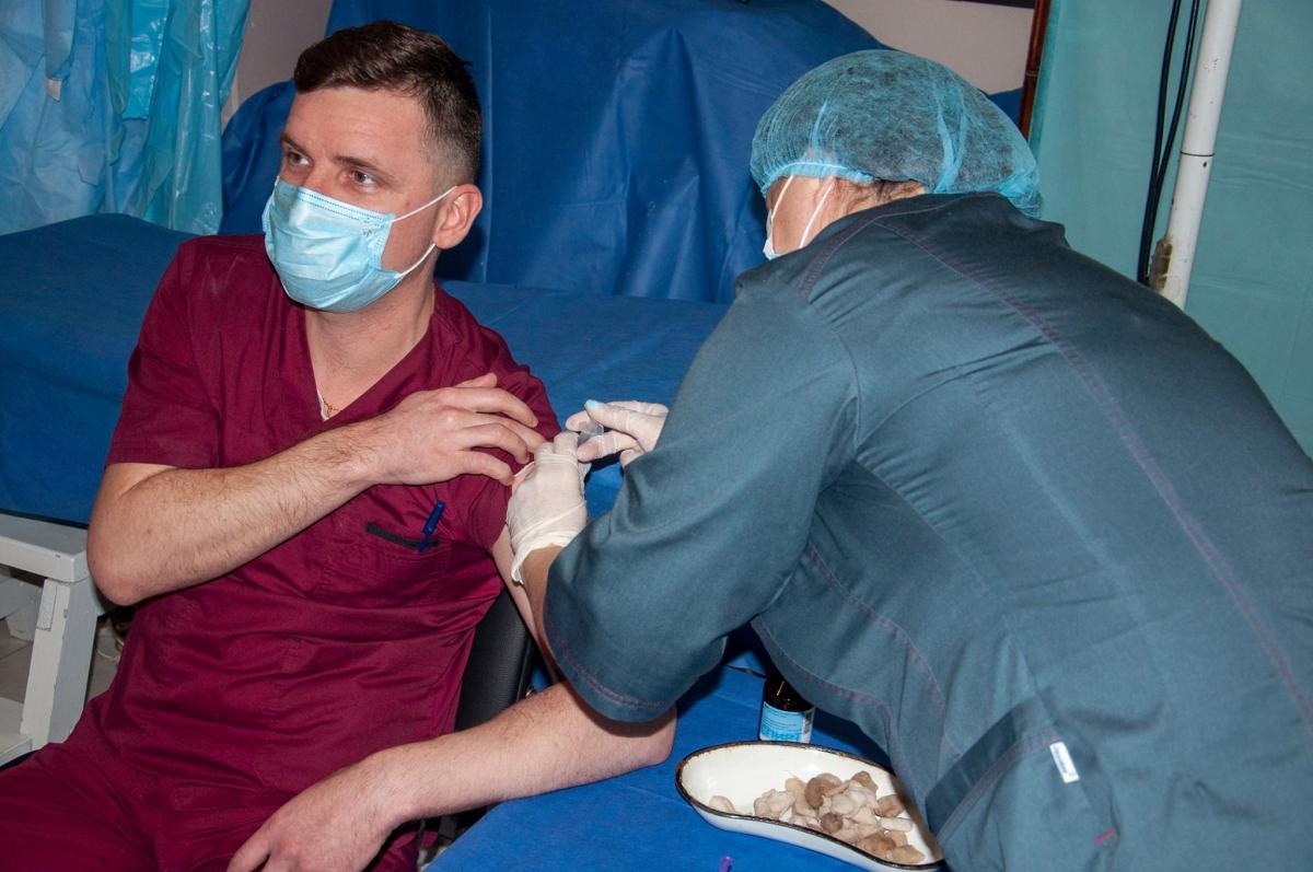 За 25 февраля от коронавируса вакцинировано 1179 украинцев / фото штаб ООС