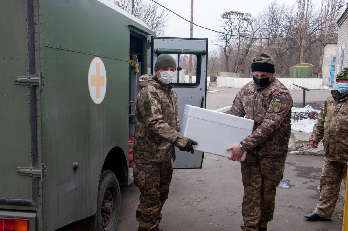 Украинские военные на передовой не очень хотят делать прививки от COVID-19 / фото Штаб ООС