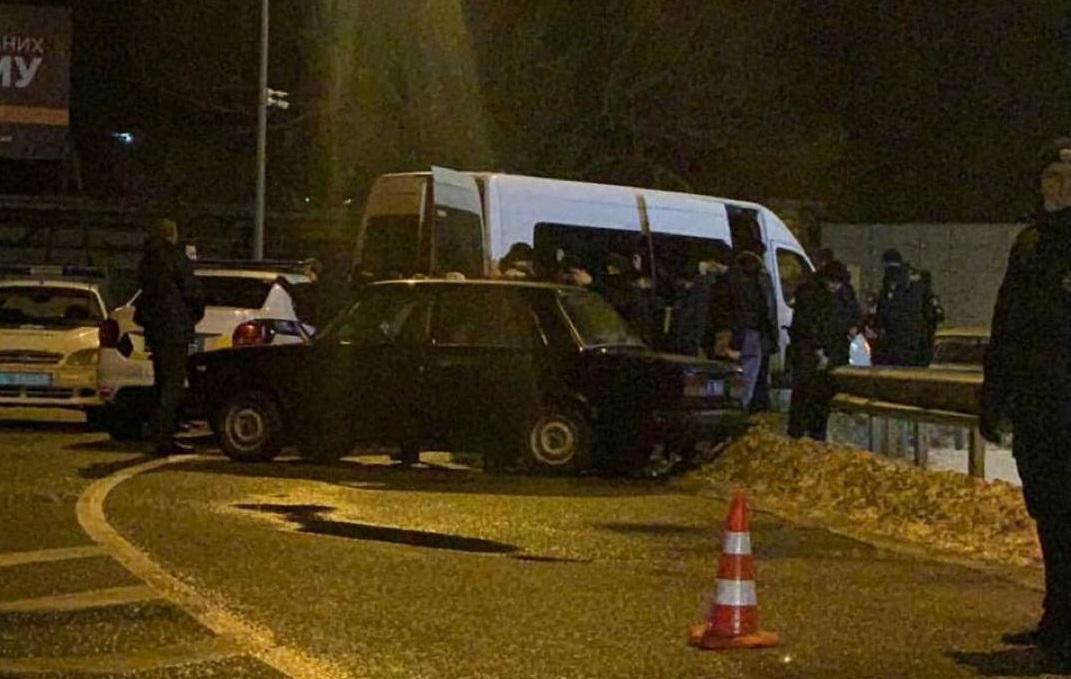 Обыски под офисом ОПЗЖ - полиция задержала автобус охранников Кивы / Киев оперативный