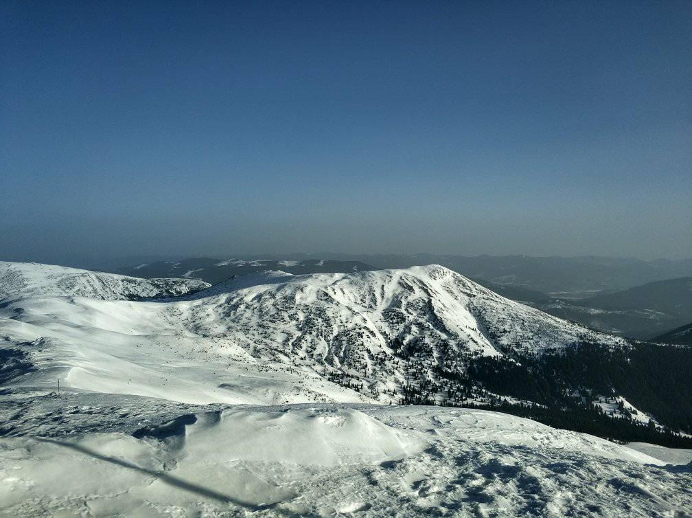 В горах удерживается опасность схода лавин / Фото facebook.com/chornogora.rescue112