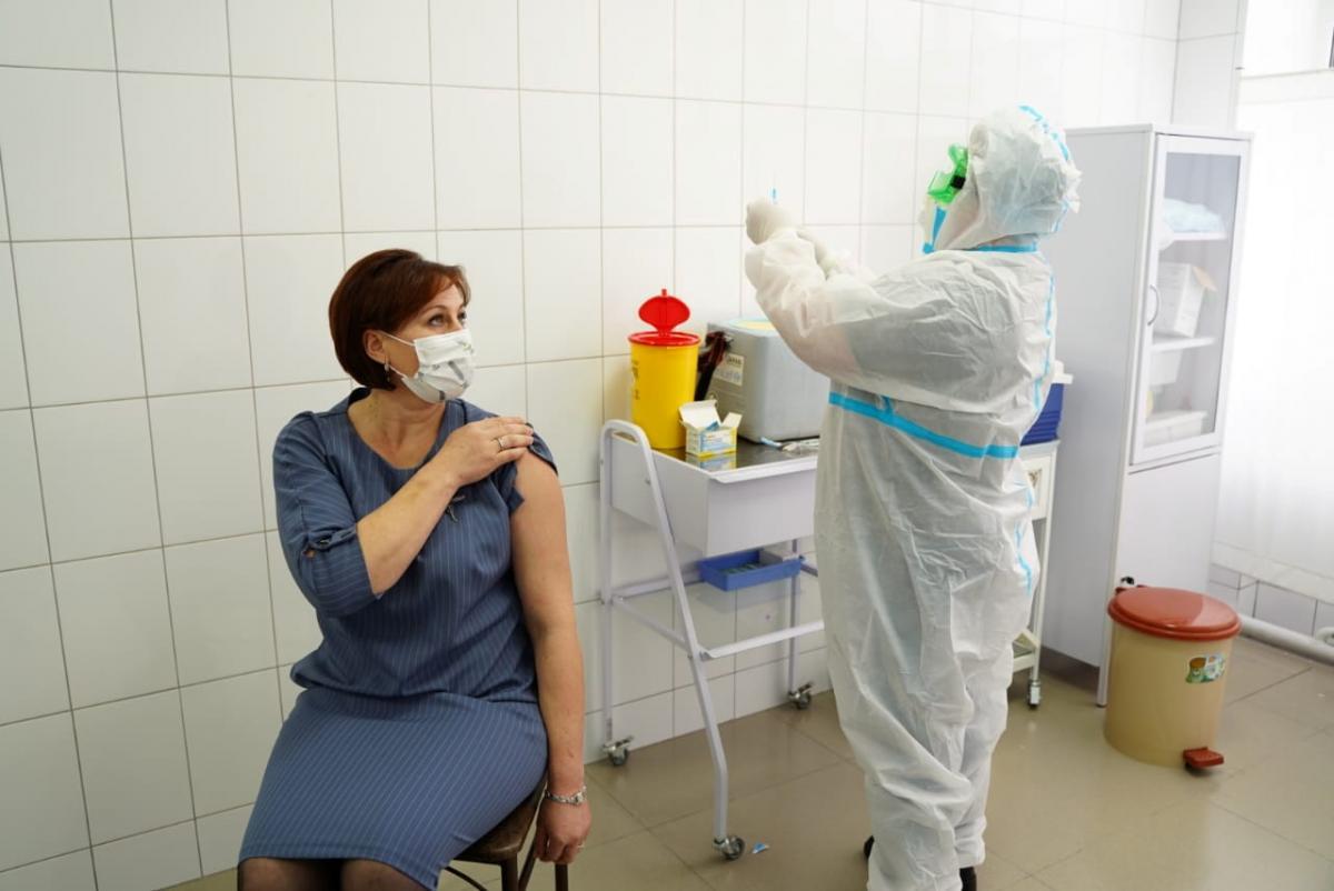 В Украине прививку от коронавируса больше делают женщины/ фото REUTERS