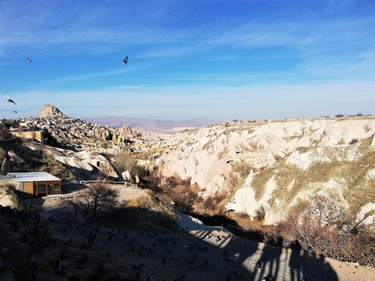 Краєвид на фортецю Учхісар з Долини голубів в Каппадокії / фото Марина Григоренко