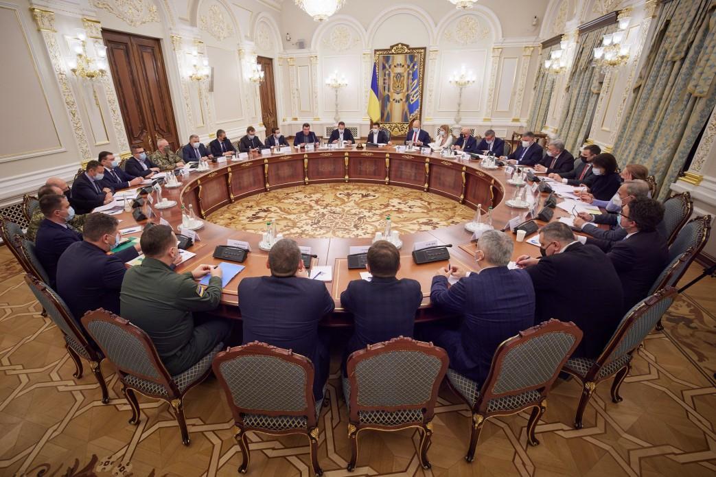 Новая система, по словам секретаря СНБО, сможет мониторить деятельность олигархов / фото Офиса президента