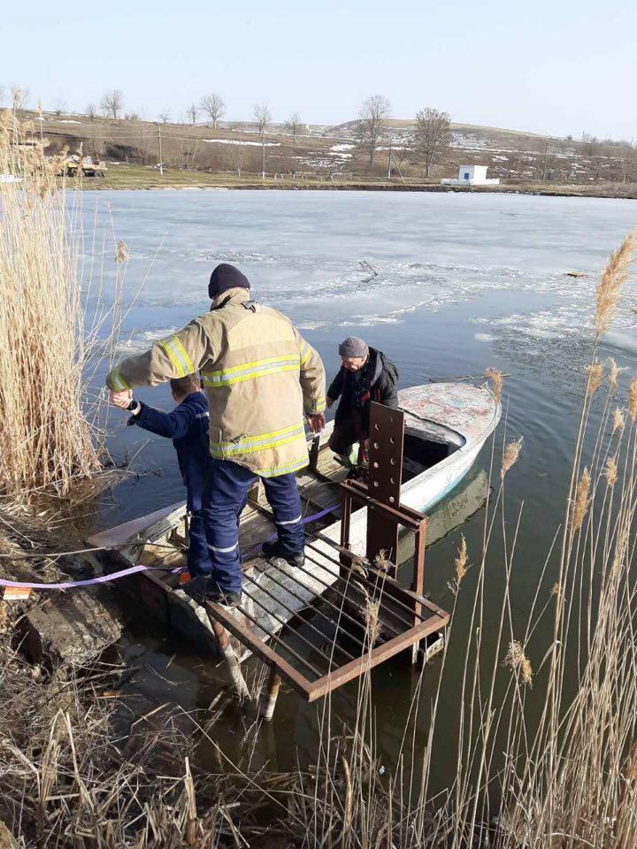 В Одесской области мужчина провалился под лед/ фото od.dsns.gov.ua