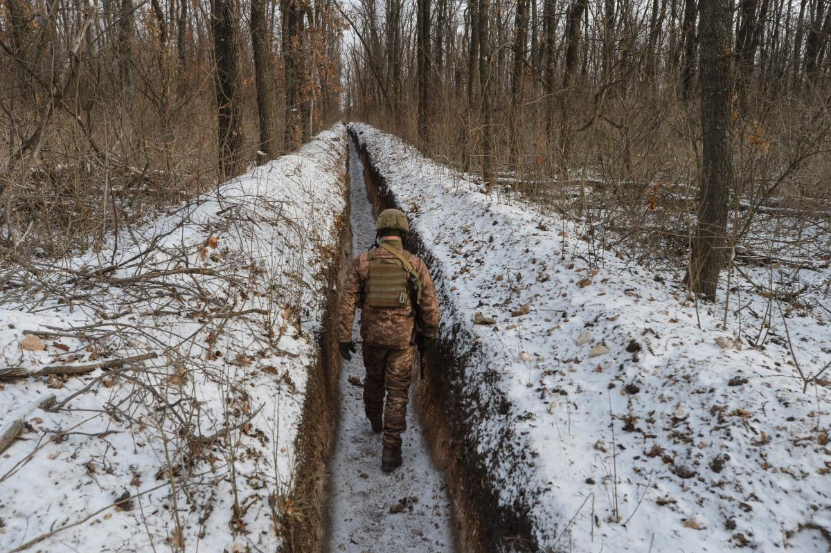 One soldier killed, three wounded in Donbas on April 13 / REUTERS