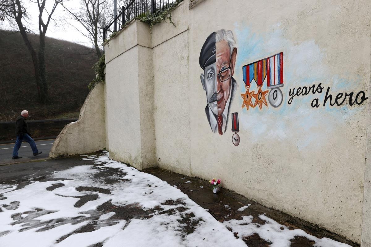 Том Мур умер от осложнений, вызванных коронавирусом \ фото REUTERS
