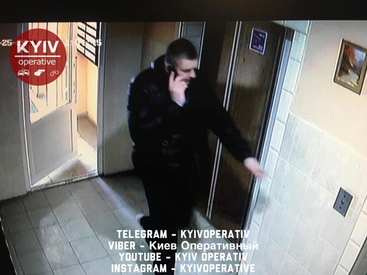 Чоловіки подзвонили у двері, представившись сусідами, які живуть на два поверхи нижче / фото Київ Оперативний