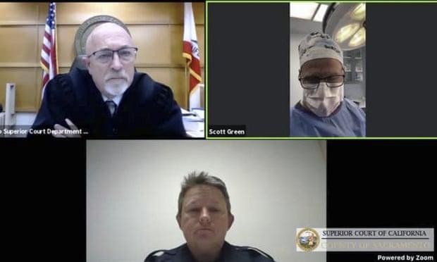Хирург подключился к заседанию суда из операционной / фото twitter.com/davematt88