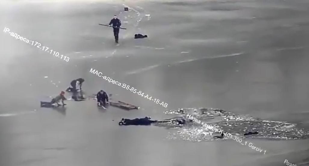 На допомогу постраждалим вчасноприйшов екіпаж патрульної поліції з позивним «Легіон 313» / скріншот з відео