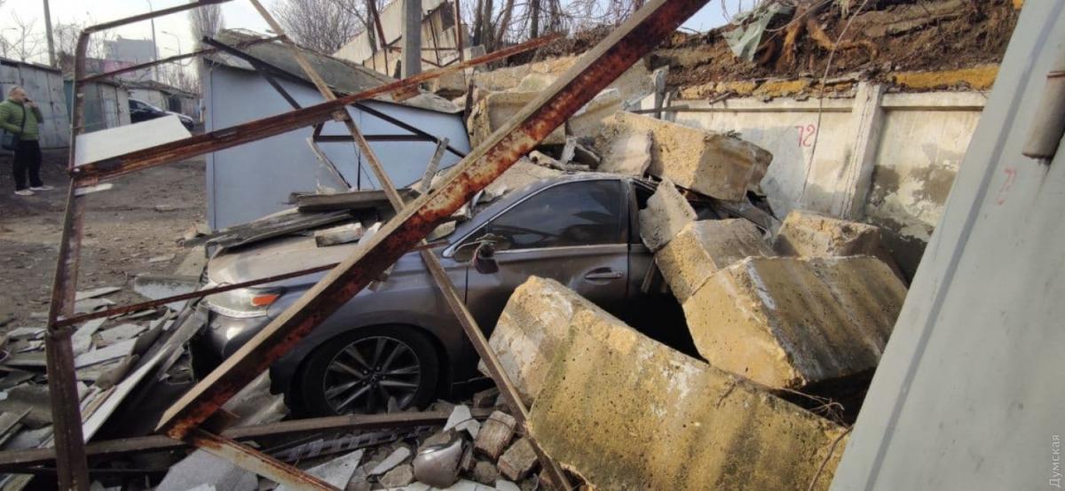 По словам очевидцев, повреждены пять-шесть автомобилей / фото Думская