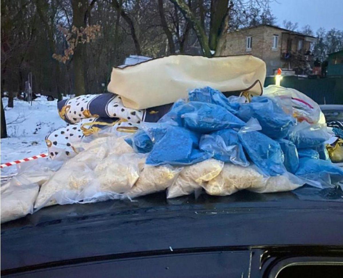 Пытался откупиться: в Киеве у водителя нашли наркотики на 20 миллионов гривень
